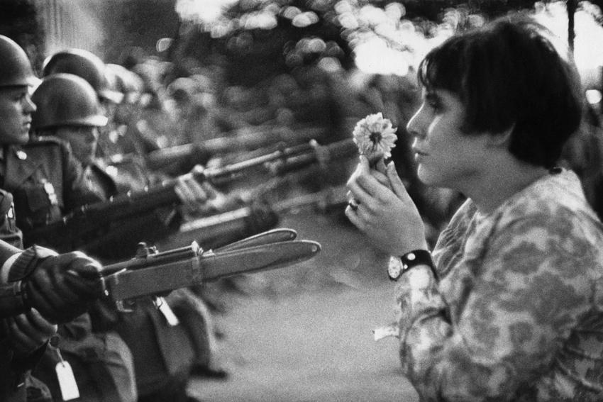 @Marc Riboud - La jeune fille à la fleur
